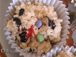White Chocolate Rice Crispie Cakes made to look like Snowmen as a Winter cooking activity for Toddlers