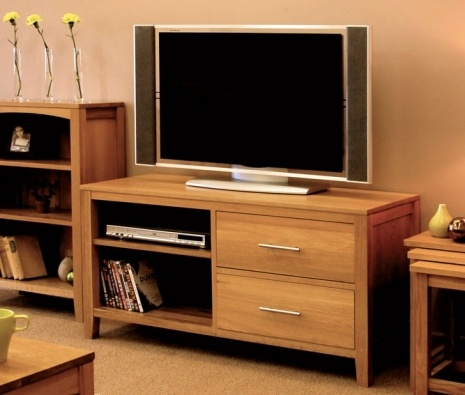 The Hereford Oak TV Cabinet is a wonderful light oak piece, crafted from carefully chosen solid American white oak  and covered in a resilient satin lacquer. With two large spaces for DVD units, as well as two ample sized drawers, this TV cabinet is adorned with two alloy handles which set off the light oak perfectly. £382.20