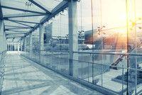 Facility Management (M.Sc.)  Technische Universität Kaiserslautern Facility Management (kurz: FM) ist eine weltweit wachsende Branche, die auch in Deutschland immer mehr an Professionalität und Bedeutung gewinnt. Facility Management umfasst die Organisation und Steuerung sämtlicher Dienstleistungen während der Nutzungsphase von Gebäuden, Maschinen und Anlagen: ein interdisziplinäres Aufgabenfeld, das Inhalte aus den klassischen Bereichen Bauwesen und Wirtschaftswissenschaften kombiniert.