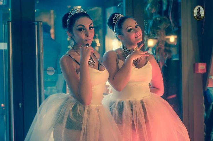 The Lettingo Cabaret #CELESTE Stage Kittens : Seiko Phoenix & Tika Moore Photographe : La Fille d'à Côté # stagekittens #Burlesque #Burlesquelife #LettingoCabaret #Celeste