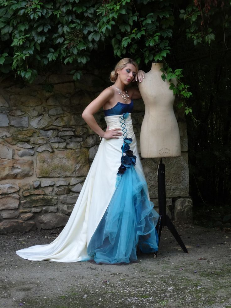 ROBE DE MARIEE turquoise et ivoire, transformable, en taffetas et tulle   Carole CELLIER, créatrice de robes de mariée  #robedemarieeturquoise #robedemarieeevolutive #robedemarieetransformable