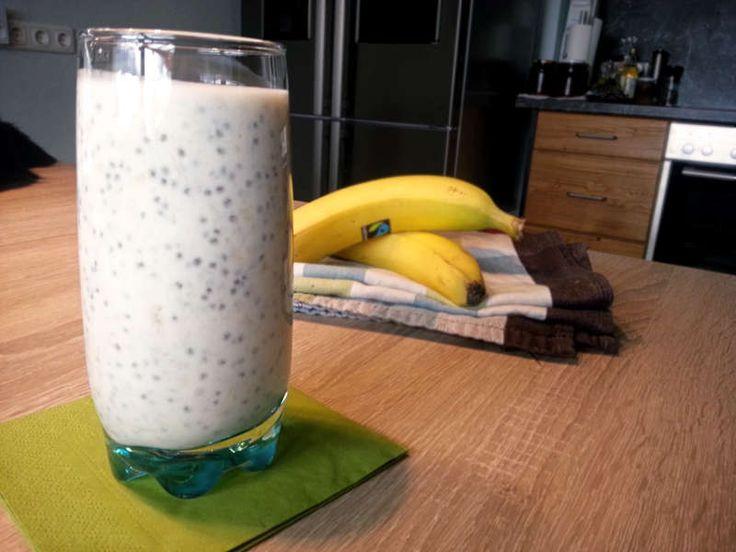 Du willst einen Eiweiß-Shake selber machen? Dann probier doch mal mein Rezept mit Magerquark, Chia-Samen und frischen Früchten. Keine Chemie und total lecker!