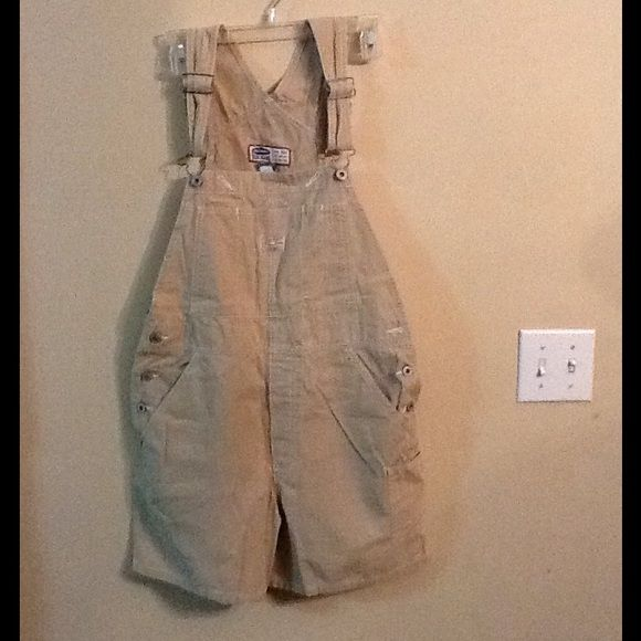Old navy overalls szM Old navy overalls kahki color in perfect and excellent condition sz M Old Navy Shorts