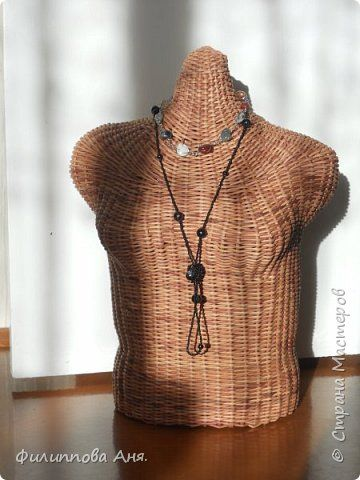 Поделка изделие Плетение Манекен Плетение из бумажной лозы Трубочки бумажные фото 1