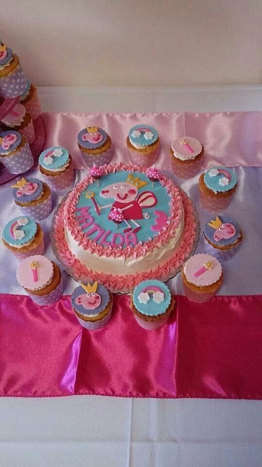 Pepper pig birthday cake with matching cupcakes