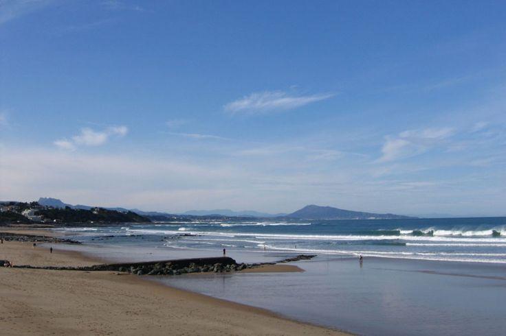 A guide to Bidart's best surf spots including Pavillon Royal, Ilbaritz, Erretegia and Plage du Centre. Plus Bidart Webcam & Surf Report.
