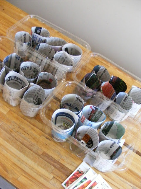 Handig: zaadpotjes van oude kranten.Newspaper Pots, Seeds Starters, Seeds Pots, Seed Starting, Imperfect Homemaking, Wine Bottle, Start Pots, Newspaper Seeds, Complete Guide