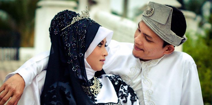 Malay Wedding Photography and Videography  You would want to keep memories of your wedding, but your relatives and friends might be too busy to help you take photos or videos. Hence, it is important to get a videography & photography company to help you to do it.