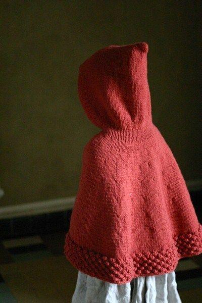 Capuchon, la cape du Petit Chaperon Rouge (tuto en français). Voici un tuto DIY de tricot qui plaira à beaucoup d'entre vous ! Cliquez sur le lien pour découvrir les explications