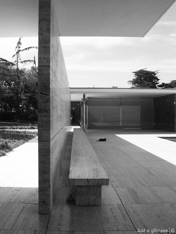 Die besten 25 barcelona pavillon ideen auf pinterest for Architektur 1929