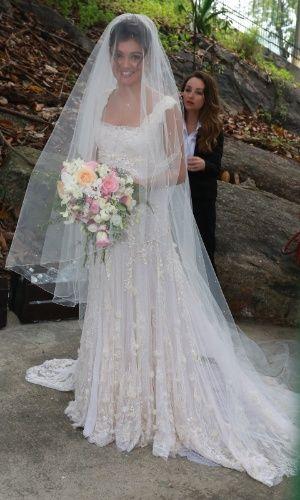 A noiva Sophie Charlotte chega para o seu casamento. Ela e o ator Daniel de Oliveira estão juntos desde 2014.