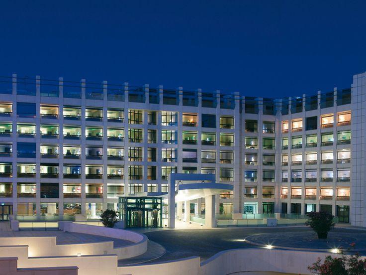 Barceló Aran Mantegna est un hôtel disposant d'un emplacement stratégique pour profiter d'un séjour à Rome. En effet, cet établissement est très proche et dispose de très bonnes connexions avec les aéroports internationaux de Fiumicino et de Ciampino et avec le centre-ville.