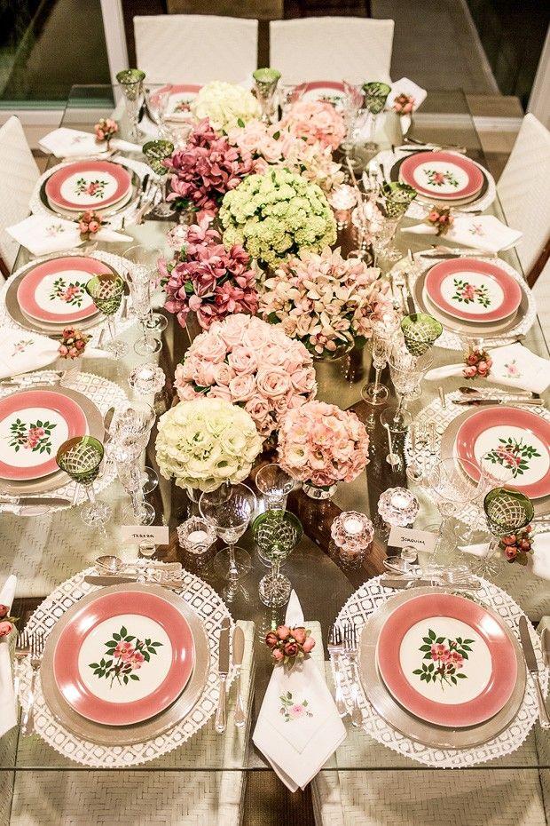 Arrumando a mesa para o noivado