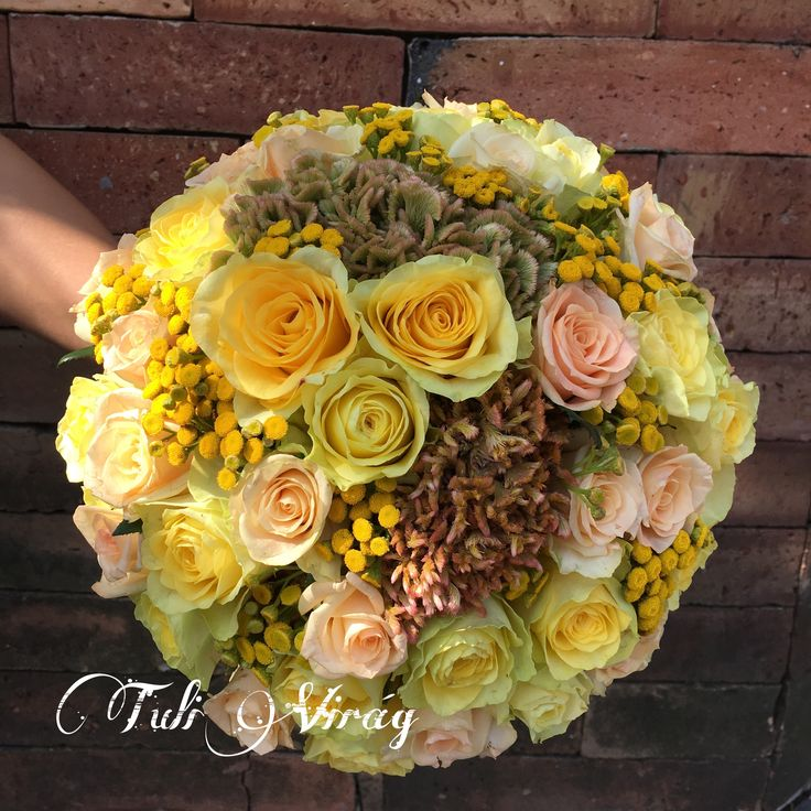 #yellowroses #weddingflowers #weddingbouquet #yellowwedding