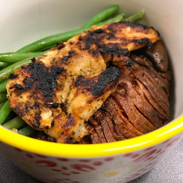 prepped a bunch of these Hasselback sweet potatoes with chicken breast and green beans for lunches/dinners throughout the week. Amazing! MyFood potatis sötpotatis hasselbackspotatis kyckling