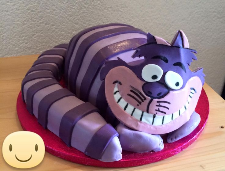 Cheshire Cat cake for my own daughters 33 birtday, her most favorite character in the movie Alice in Wonderland. Een gekke kater taart, gemaakt voor mijn eigen jarige dochter. Dit is haar lievelingsfiguur uit de film Alice in Wonderland.