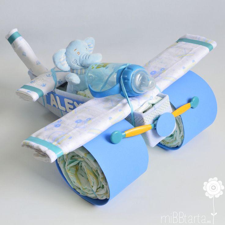 ¡Un avión de pañales para el bebé! Esta tarta de pañales es una forma muy original de regalar al recién nacido un detallito por su nacimiento. ¡Haz clic en la foto y verás todo lo que lleva en su interior! https://mibbtarta.es/producto/avion/ #aviondepañales #diapergift #tartadepañales #tartasdepañales #cestanacimiento #diapercake #diapercakes #canastilla #babyshower #regalonacimiento #regalobebe #regaloreciennacido #regaloparabebe