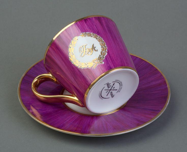 Чайная пара черничного цвета, ручная роспись, отводки золотом Костяной фарфор