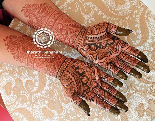 The complete bridal that I did for the lovely Bilz Mehndii @bilz_mehndii_artist ! The arms & the hands were done on separate days. Beautiful stain :) Fresh henna on the palms.  #bharathisanghani #bharathisanghanimehndi #henna #mehndi #hennaartist #hennapro  #asianwedding #photography #internationalhennaartist #cannon_photos #symmetry #hennaglove #floralart  #prettyfingers #indianweddinginspiration #hennafashion #realindianwedding #internationalhenna #allthingsbridal #traditional #bridalhenna…