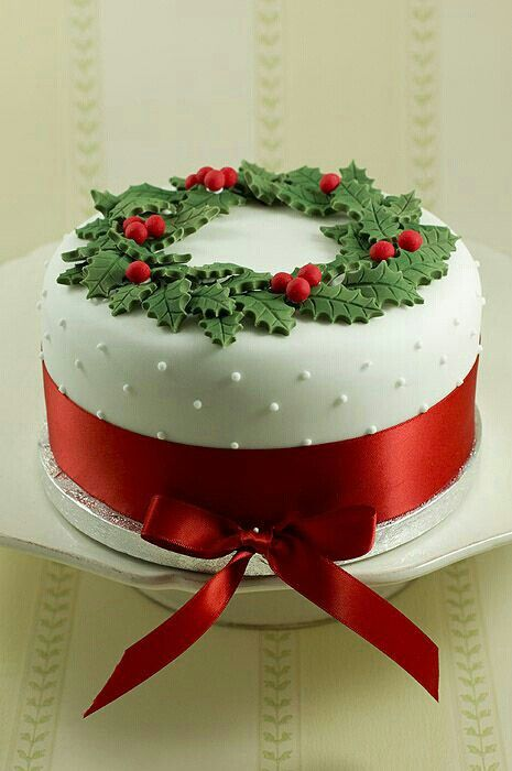 Nice & traditional - for Shelli. x  Christmas cake www.piccolielfi.it