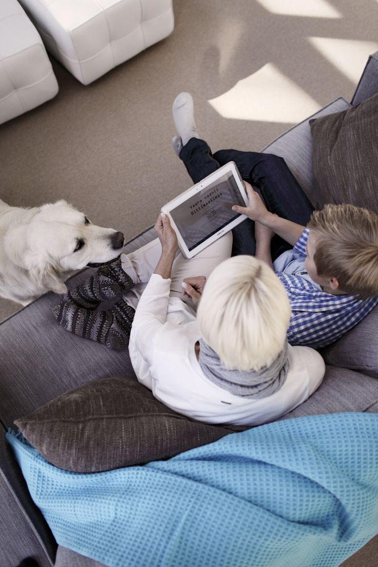 Haluaisiko äiti katsoa elokuvan? Ottaisimmeko herkut ja koiran kainaloon ja linnoittautuisimme sohvalle yhdessä?