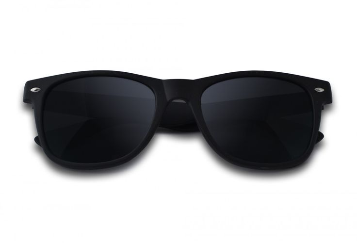 HEB JIJ 'M AL?  | De Wayfarer Matzwart Rubber is hot!  Zo'n kek zonnebrilletje wil jij toch ook?  Bestel hem hier: https://www.brillenkopen.nl/matzwart-rubber #zonnebril #zonnetje #brilletje #lente #zon #classy #matzwart #rubber #sun #glasses #hot