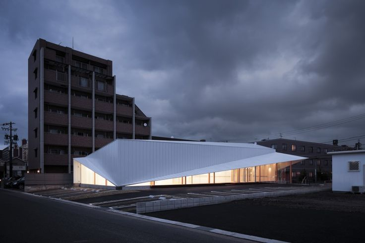 Majima Clinic / D.I.G Architects: Thoughts, The Gap, Folding Roof Architecture, Clínica Majima, D I G Architects, Majima Clinic, Dig Architects, Paper Work, Canopies