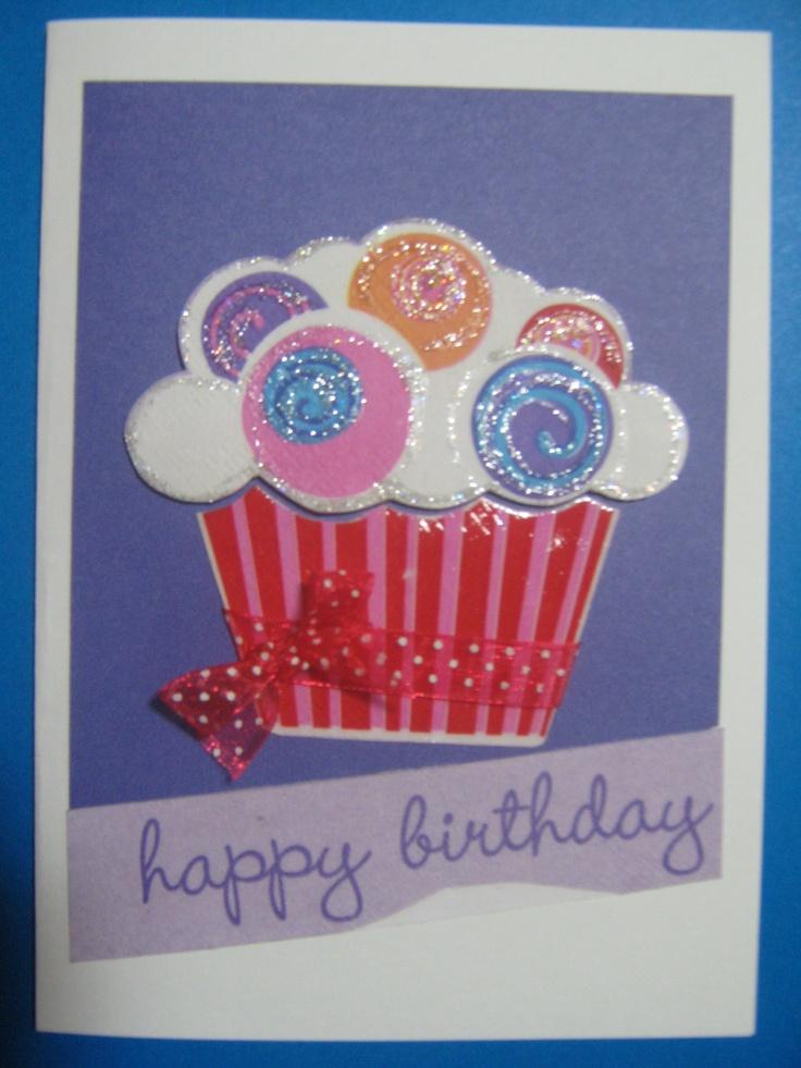 Compartir un pastelito de cumpleaños!  To share a b'day cupcake!