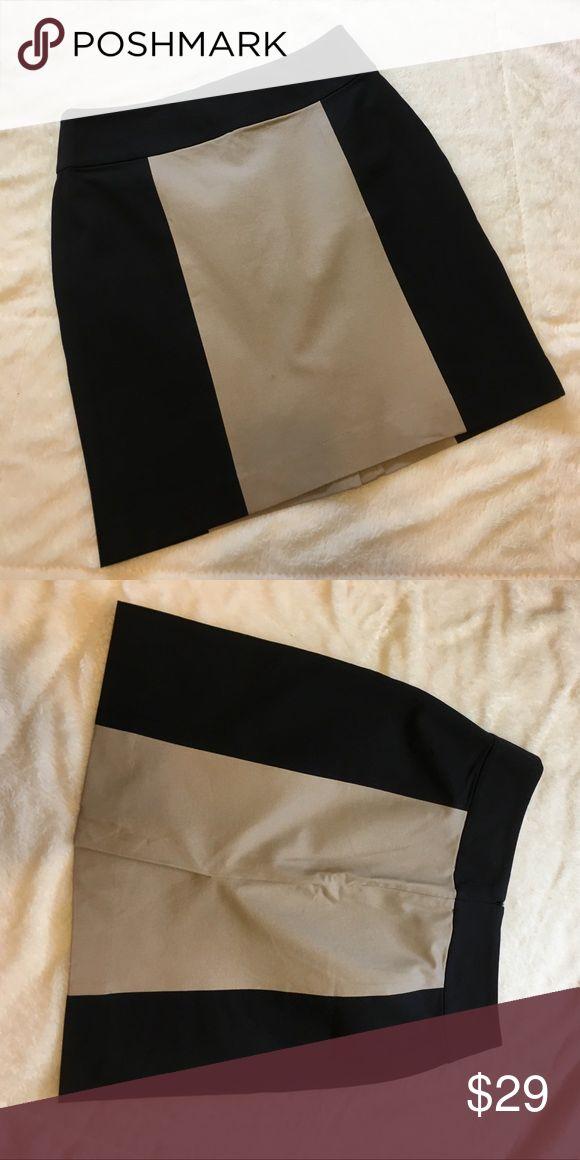 "BANANA REPUBLIC FACTORY BLACK AND TAN SKIRT EUC💕 BANANA REPUBLIC FACTORY BLACK AND TAN PENCIL SKIRT COTTON/VISCOSE/SPANDEX. BACK ZIP AND SLIT. WAIST 14 1/2"" FLAT LENGTH 18 1/2"". PERFECT FOR OFFICE! EUC💕 Banana Republic Skirts Pencil"
