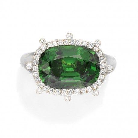 Tsavorite garnet and diamond ring by Taffin #Rings #Jewelry For more beautiful rings see: http://www.custom-rings.org