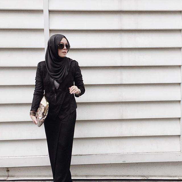 SnapWidget | All black and snakeskin. (Wearing @duckscarves, @lkwfashionclub snakeprint jacket, FV BASICS skants and @klutchedbags Ceylon, all @fashionvaletcom) #fvootd #duckscarves #limkokwing #klutched