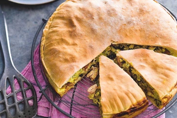25 augustus - Prei in de bonus - Ideaal voor een etentje, deze hartige taart met een romige vulling van ei, kaas en slagroom - Recept - Kip-pie met prei en Emmentaler - Allerhande