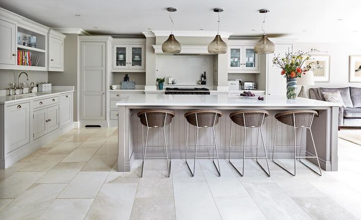 Simply designed and painted in our stunning bespoke colours Willow and Tansy, this timeless kitchen is an ideal addition to any dream home. #tomhowley #tomhowleykitchens #tomhowleykitchen #bespokekitchens #bespoke #design #shaker #interiordesign #renovation #home #style #interiors #kitchen #luxury #dreamkitchen #familykitchen #openplan #decor #kitchendesign #interiorstyling #interior123 #openplankitchen #kitchenisland #island