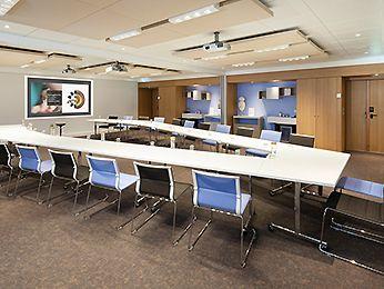 Novotel a choisi Ovopur pour supprimer les bouteilles plastique dans les salles de réunion.
