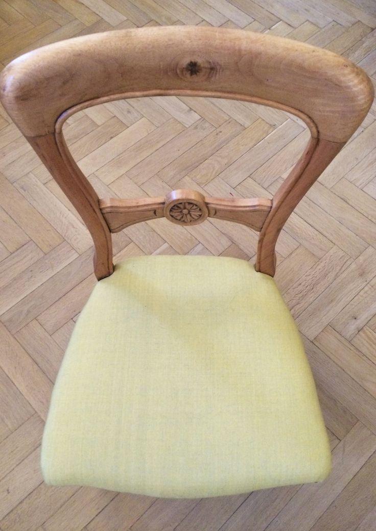 Sedia Inglese d'epoca '800 in legno di mogano trattato per tornare al suo colore originale naturale. Seduta in cotone giallo lime di Mimma Gini. Progetto e collezione privata di STRA-DE STRATEGIC-DESIGN.