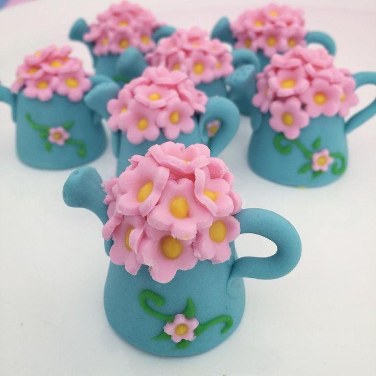 Teve bombom de chocolate em forma de regador para o jardim também  #docesjardim#jardimMoneMuniz#jardim#candygarden#gardenparty#festajardim#festademenina#monemuniz#campinas#cps#sp