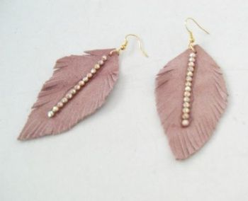 ELENI ATHINI - Δερμάτινα σκουλαρίκια/ Φτερά σε ροζ