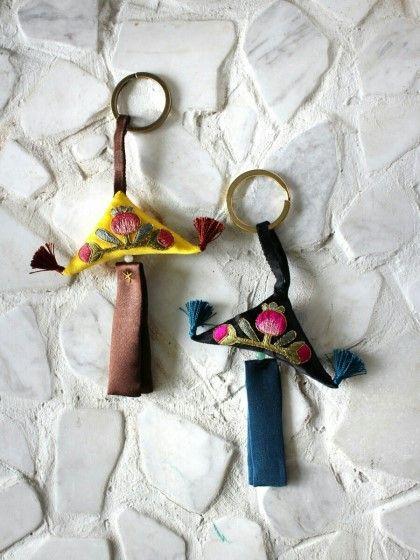 괴불 노리개를 응용한 열쇠고리 괴불은 어린아이들이나 부녀자들이 옷 위에 착용하는 옛...