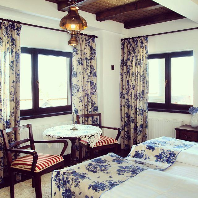 Primavara | Traditie | interior design | blue| Rustic |Traditions | Decorations | flowers | Conacul Bratescu | Bran | Romania | Mansion Bratescu | boutique hotel