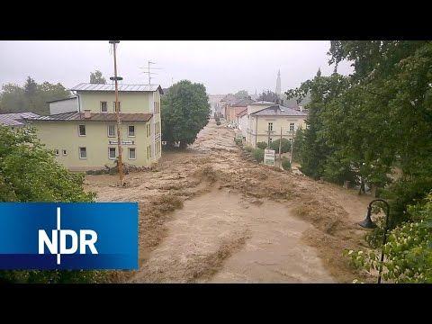Wetter-Wahnsinn: Stürmisch und teuer Stürme, Starkregen und Sturzfluten: Immer häufiger wird Deutschland von schweren Unwettern heimgesucht. Im Sommer 2017 wurde nach sintflutartigen Regenfällen im Landkreis Goslar in Niedersachsen der Katastrophenalarm ausgerufen. Kleine Bäche waren zu... - #Doku, #Menschen, #Natur, #NDR, #Unwetter, #Wetter  https://www.dokuhouse.de/wetter-wahnsinn-stuermisch-und-teuer/