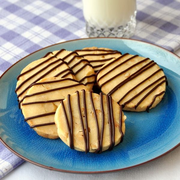 RECIPES is Hazelnut Chocolate Shortbread Cookies - buttery shortbread ...