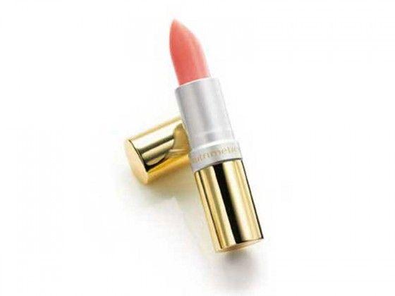 Nutri-Rich Intensive Lip Treatment SPF 18 4.3g | Een niet vette mix van Abrikozenpittenolie en Vitamine E dat diep in de lippen doordringt en droge, gesprongen lippen voedt en hydrateert. SPF 18 beschermt tegen de schadelijke UV stralen. Zorgt voor zachte, gladde lippen. Onmisbaar in je handtas. Info: beautynailsbyquen@gmail.com