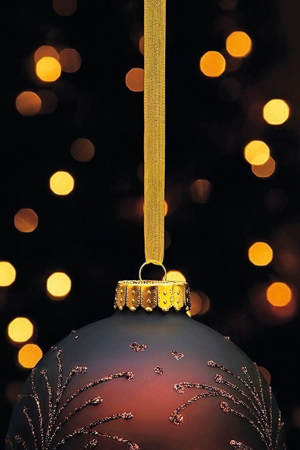 Christmas Picture Ideas: 02 Shoot Christmas tree baubles