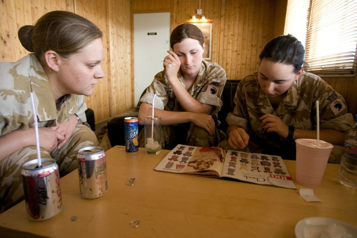 Las chicas del ejército también son femeninas | VICE | España