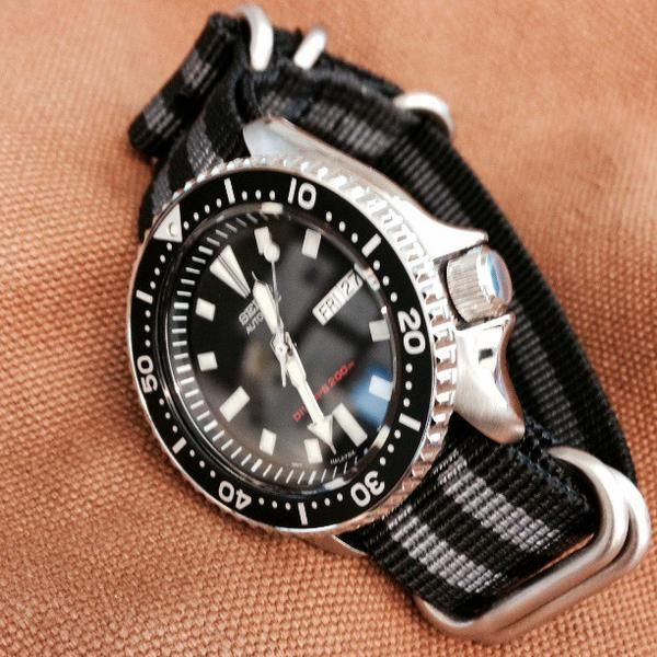 "Seiko divers watch on a ""James Bond"" striped Zulu strap – Cheapest NATO Straps"