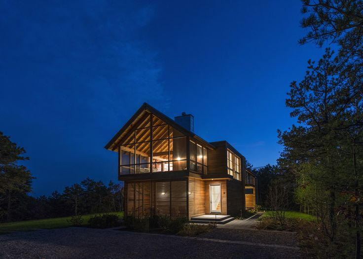 Hammer Architects completes a woodland cabin retreat   This holiday home near the northern tip of Cape Cod, Massachusetts, features a balcony-like room that allows residents to enjoy the scenic surroundings all year round (+ slideshow).