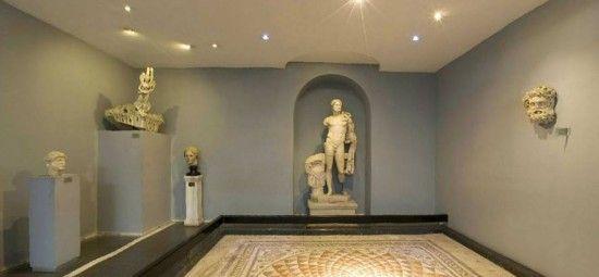 Bergama Arkeoloji Müzesi, ilk olarak 1924 yılında Bergama Akropolü'nde, müze deposu olarak kurulmuş, 1936 yılında yeni binasında ziyarete açılmıştır. Müze, bir iç avlunun etrafını çeviren iki sundurmadan ve iki salondan ibarettir. Müzede Erken Tunç Döneminden Bizans Dönemine kadar değişik dönemlere ait arkeolojik eserler sergilenmektedir. Çevresindeki antik yerleşimlerden çıkan buluntular içinde Pergamon heykeltıraşlık ekolüne ait örnekler, …