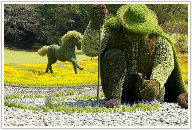 Mosaïcultures Internationales®, à Hamamatsu, au Japon.   ŒUVRE DE MONTRÉAL,  L'homme qui plantait des arbres.  Inspirée par le film du cinéaste montréalais, Frédéric Back.