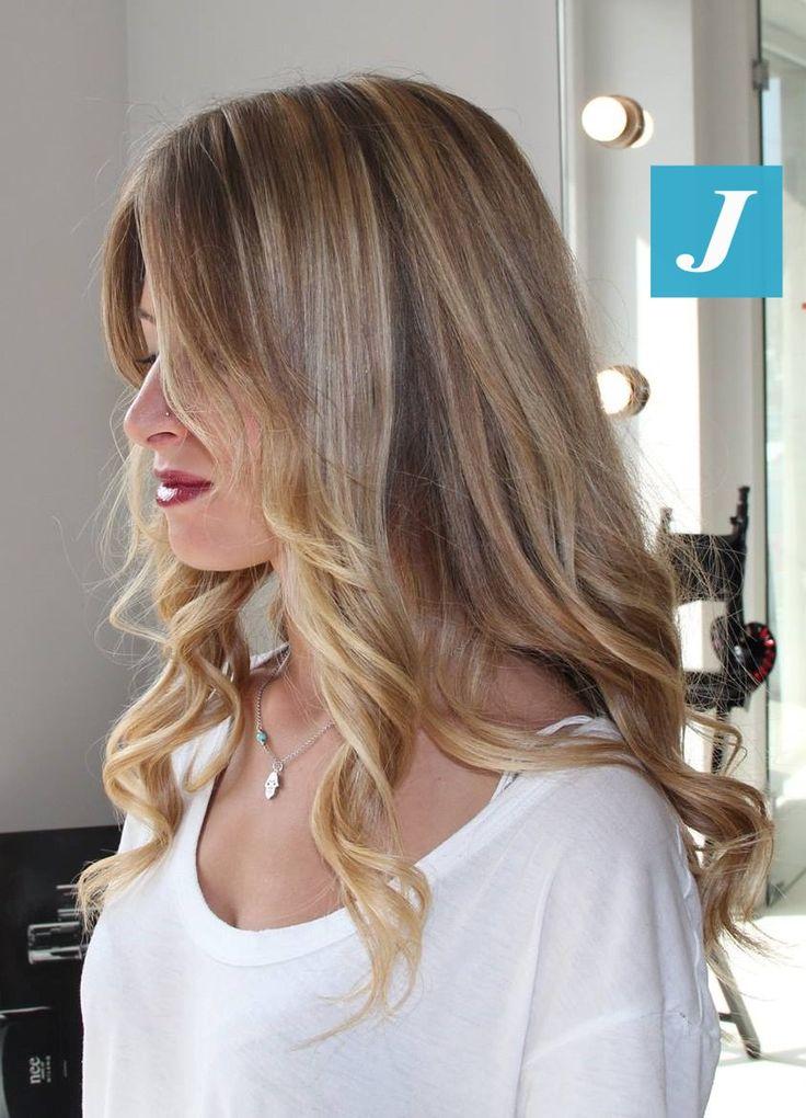 Ad ogni donna il suo Degradé Joelle, perché ogni donna ha il suo stile. #cdj #degradejoelle #tagliopuntearia #degradé #igers #musthave #hair #hairstyle #haircolour #haircut #longhair #ootd #hairfashion