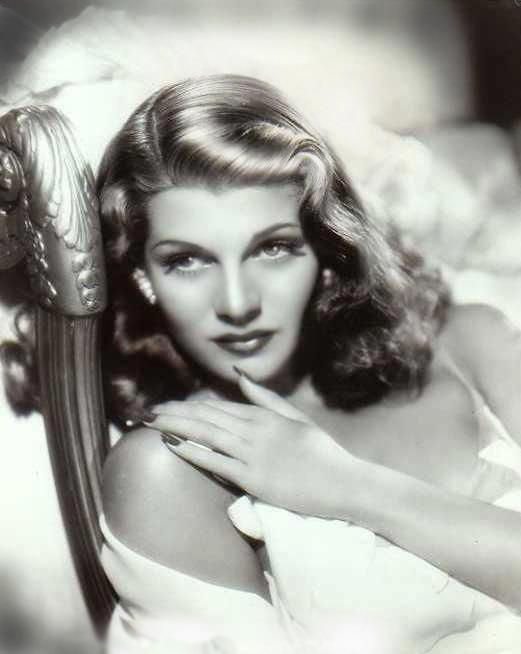 Rita Hayworth ~ 1941 | Incomparable, irrésistible
